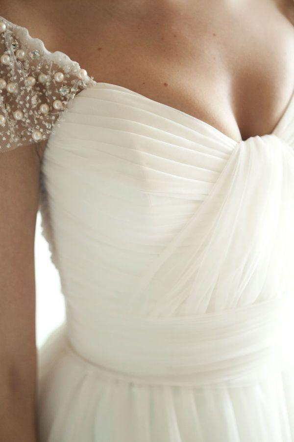 Detalhes de um vestido de noiva