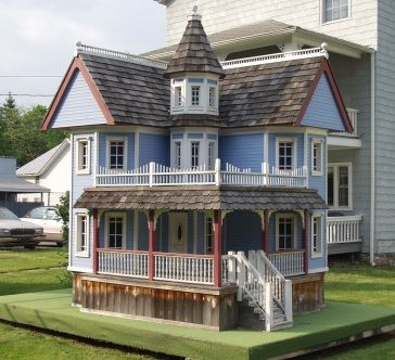 thats 1 fancy dog house!!