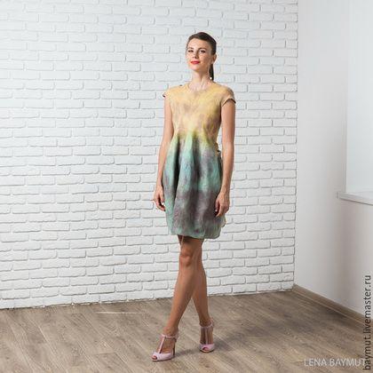 Купить или заказать Валяное платье-баллон 'Rust' в интернет-магазине на Ярмарке Мастеров. Валяное платье с юбкой-баллон. Приталенное, с шелковыми лентами-завязками сзади. Стильное, уникальное платье. Повторов не будет! Ручная окраска! Интересное сочетание цветов: топ горчичного цвета, мятная юбка и по всему платья 'разводы' коричневого цвета. Сделано из тонкой шерсти австралийского мериноса. Украшено шелком и шелковыми волокнами. Размер: 42 (Россия) ОГ: 82-85 см ОТ: 66-69 см ОБ:…