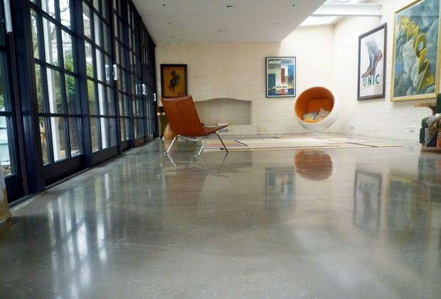 Pin 8: Poured resin is a good finish floor because is chemical, temperature, slip, impact and abrasion resistance. Also is hygienic and has anti microbial properties. This floor is raw and gives a classic look to the room.