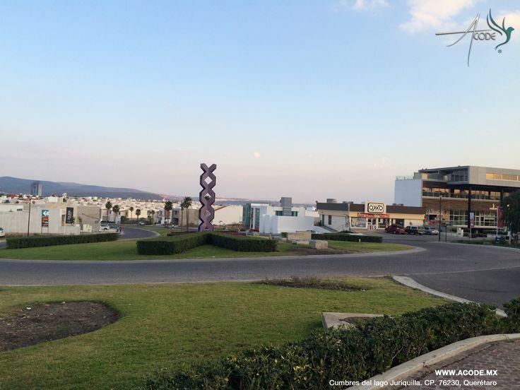 """Cumbres del Lago es uno de los fraccionamientos más bonitos del estado de Querétaro se encuentra en situada al norte de la ciudad de Querétaro.  Cuenta con un lago artificial (represa), es un desarrollo aun en construcción donde habrá centro cultura, comercial, hospitalario, departamentos y oficinas.  Si deseas comprar o vender una casa en esta zona de la ciudad acercate a los expertos. <a href=""""http://www.acode.mx"""" rel=""""nofollow"""">www.acode.mx</a>    contacto@acode.mx"""