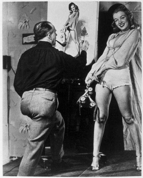Marilyn Monroe con el ilustrador Earl Moran, 1946