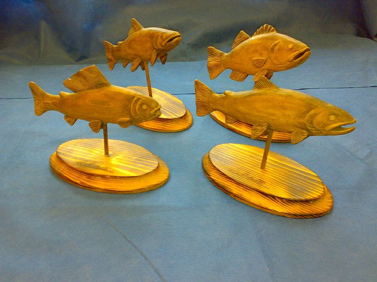 Small sculptures of fish in extent, just released in the house .......
