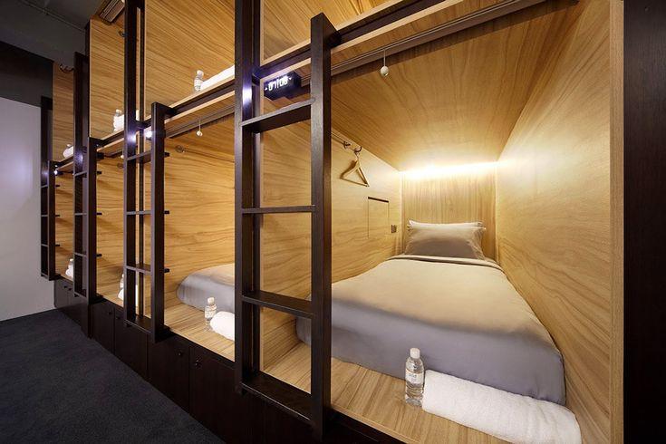 Отель The POD расположен в Сингапуре и является результатом творческого труда архитекторов студии formwerkz. Капсульные отели в последнее время пользуются большой популярностью, но все они, как правило, выступают в роли бюджетных вариантов ночлега. The POD относится к категории бутик-отелей, несм...