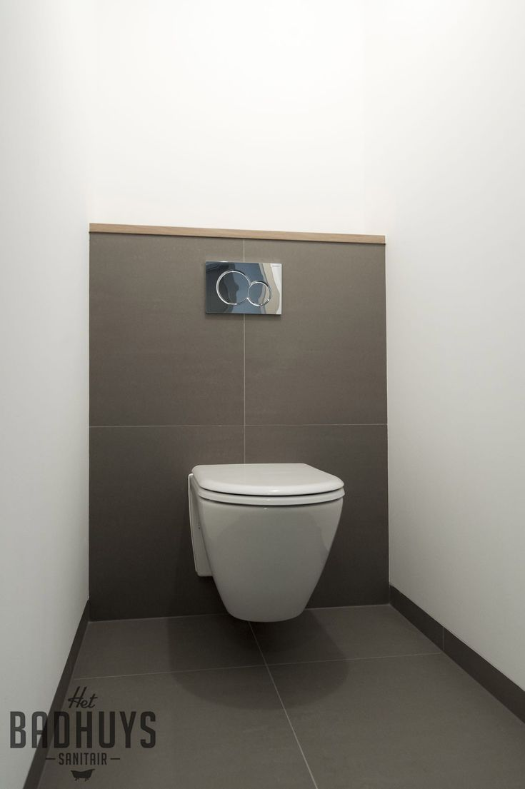 Modern toilet  stucwerk met warm grijze tegels en eikenhout detail   Het  Badhuys Breda. Best 25  Modern toilet ideas only on Pinterest   Modern bathroom