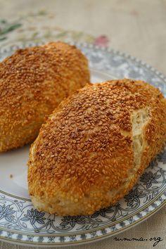 Kaşarlı peynirli simit tarifi..Kış geliyor bu yeni tarifde evde yaptığım halka sokak simitlerinin yanında,çay ve tahin pekmezle uyum içinde olacaklar :)