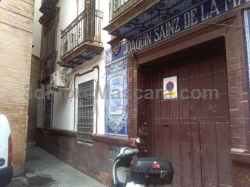Apartamento Fedelena Sevilla Apartamento Fedelena offers accommodation in Seville, 800 metres from Triana Bridge - Isabel II Bridge. The air-conditioned unit is 900 metres from Plaza de Armas.