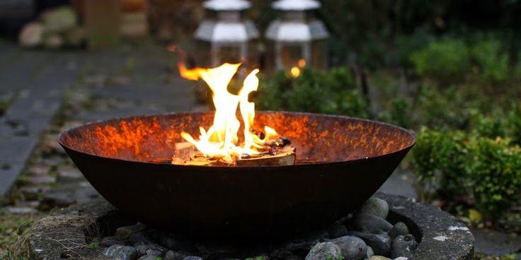 OM BÅL OG BRÆNDEOVN - Bonfire in the garden