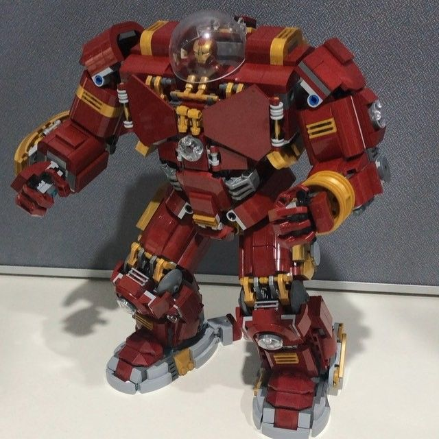 Some minor refinements to the shoulders and showing off his jack hammer arm. I think Im finally happy with this design. #lego #legosuperheroes #hulkbuster #ironman #tonystark #hulk #hulksmash #infinitywar #marvelcomics #marvel