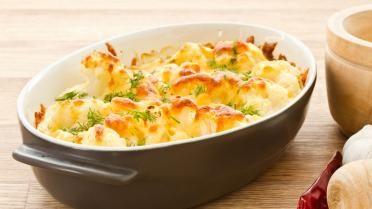Dit is het perfecte recept van bloemkool met kaassaus gegratineerd in de oven. Dit eten we enkel met groenten, wil je er toch vis of vlees bij, dan kan je de kaassaus vervangen door edelgistvlokken(kaas zonder kaas)