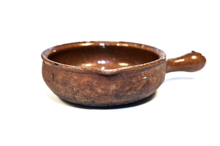 Codazza. Padella utilizzata per la cottura delle pietanze. La trilobatura all'orlo è in funzione di versatore