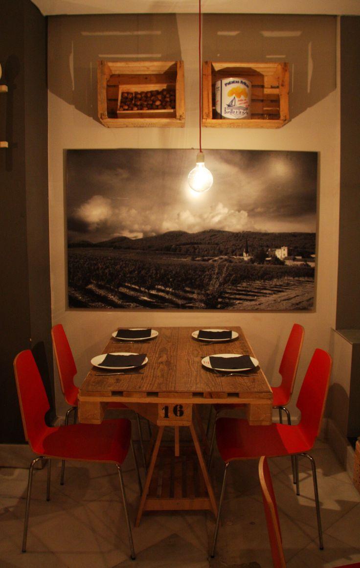 Originales y decorativas l mparas mesas y estanter as realizadas con pales y cajas de madera en for Plafones pared originales