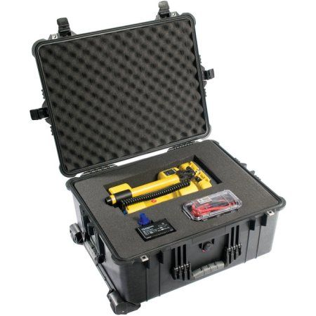 Pelican 1610 Shipping Case with Divider 1610-024-110, Black