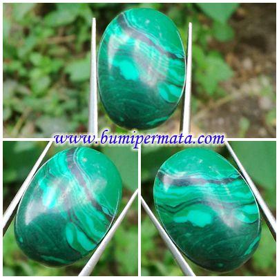 CM148 Batu Permata Natural Malasit Nama Batu Permata : Natural Malachite Dikenal : Batu Biduri Pandan Dimensi Batu : est 17,93 x 12,86 x 7,45 mm Berat Batu