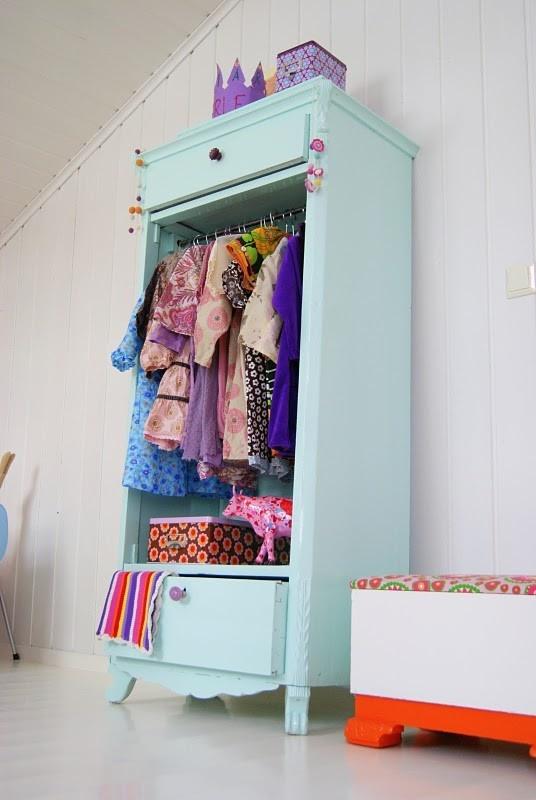 Måla möbler i rosa, blått och mint.   Volang