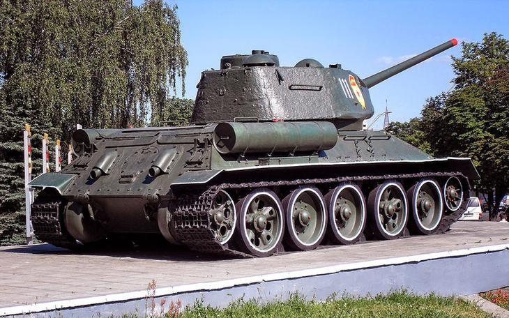 Т-34 считается первым в мире танком, разработанным под дизельный двигатель. Успешность его была предопределена, как пишут, применением новейшего высокоэкономичного дизеля авиационного типа В-2.