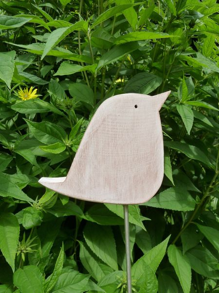 Staudenwächter - Pieper - Gartenstecker aus Holz von mw-holzkunst auf DaWanda.com