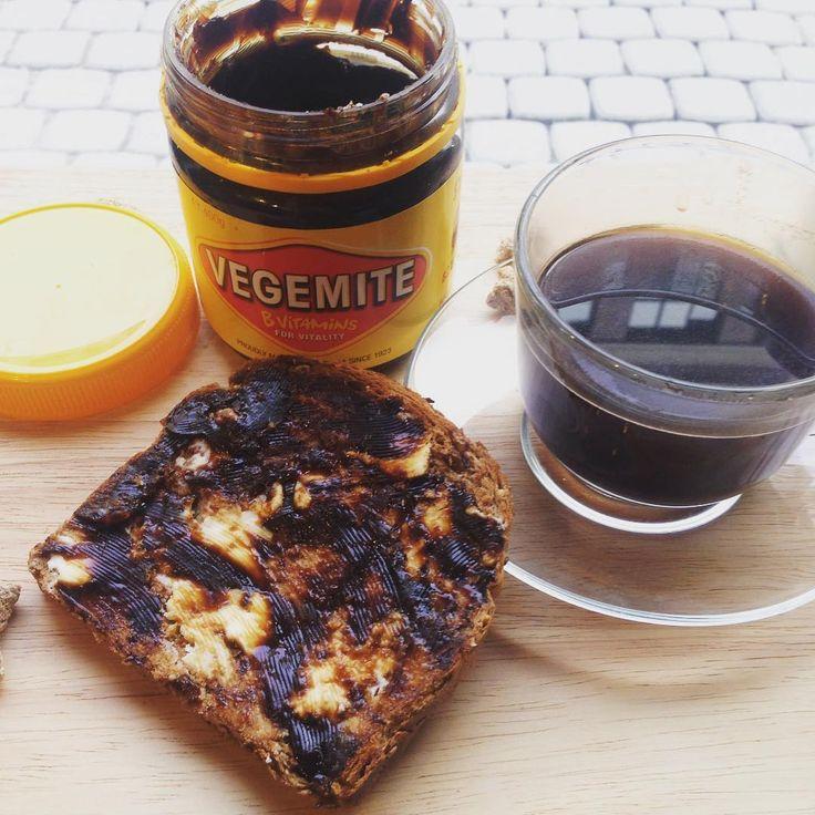 Всем доброго утра! Мы продолжаем радовать наших гостей необычным #австралийскийзавтрак . #веджимайт на тосте, чашечка крепкого кофе и скрэмбл за кадром- вот, что нужно для начала весеннего воскресного дня. ☕️ #выходные #twincitiesmelbourne #weekend #антикафе #невскийпроспект #московскийвокзал #чайкофе #чай #коворкинг #завтрак #vegemite #cowork #coworking #coffee #coffeetime #хостел #хостелспбцентр