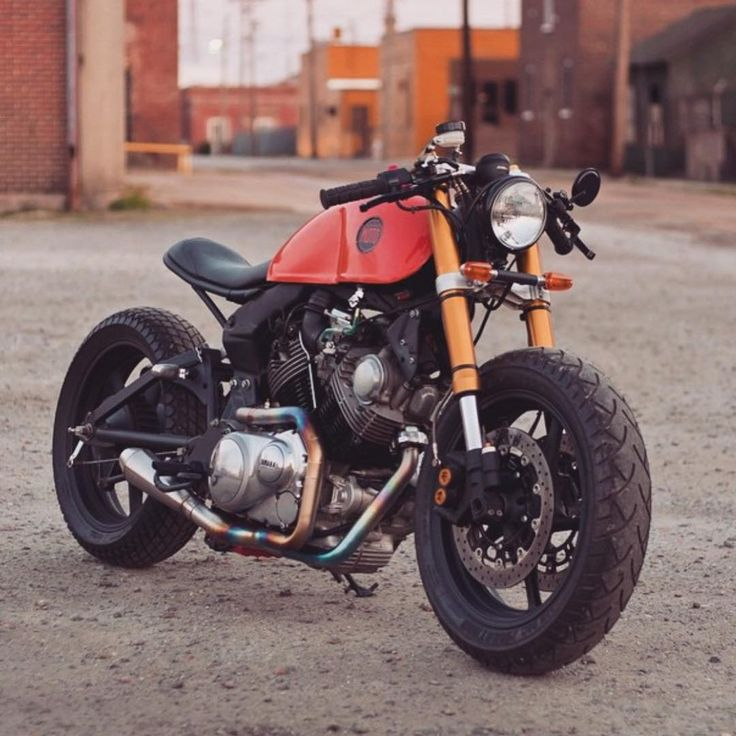 Alguém conhece o modelo dessa motocicleta? Por gentileza, escreva nos comentários.