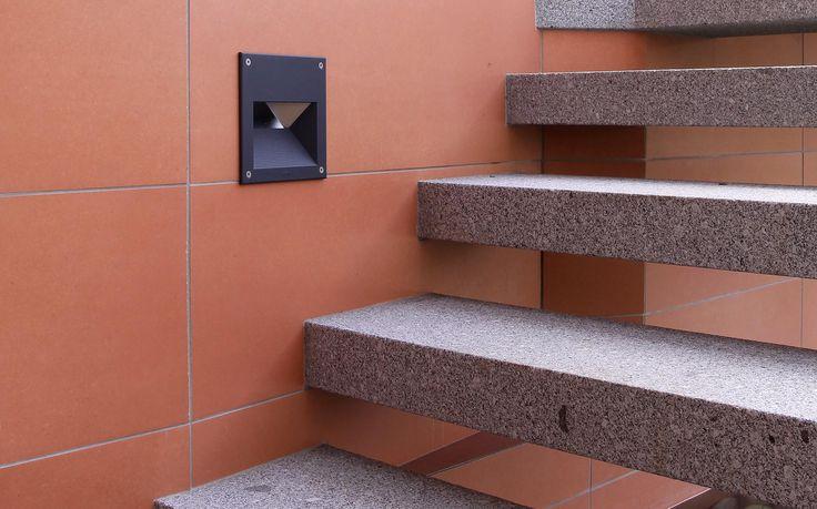 žulové schodišťové stupně, keramický obklad / granite stair steps, ceramic tiles