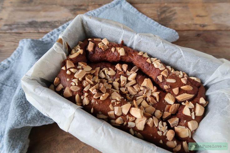 Deze smeuïge havermout speculaascake is heerlijk! Ik gebruik in dit recept ook amandelmeel. Amandelen en speculaas gaan natuurlijk prima samen qua smaak. Nu zijn glutenvrije baksels vaak een beetje droog. De oplossing? Een rijpe banaan en een eitje door het beslag! #havermoutcake #speculaas #Sinterklaas www.eatpurelove.nl