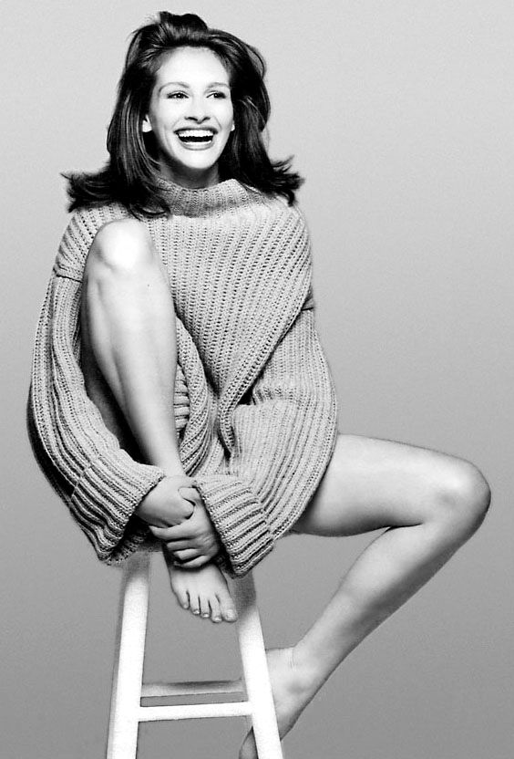 Julia Roberts has been one of my favorite actresses since I was a little girl! I love her fiery red hair & beautiful smile!!