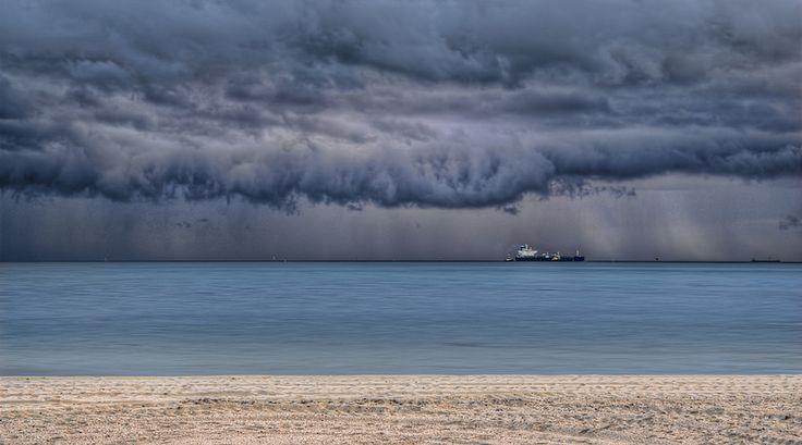 Disturbing weather - Storm clouds gather over Port Phillip Bay