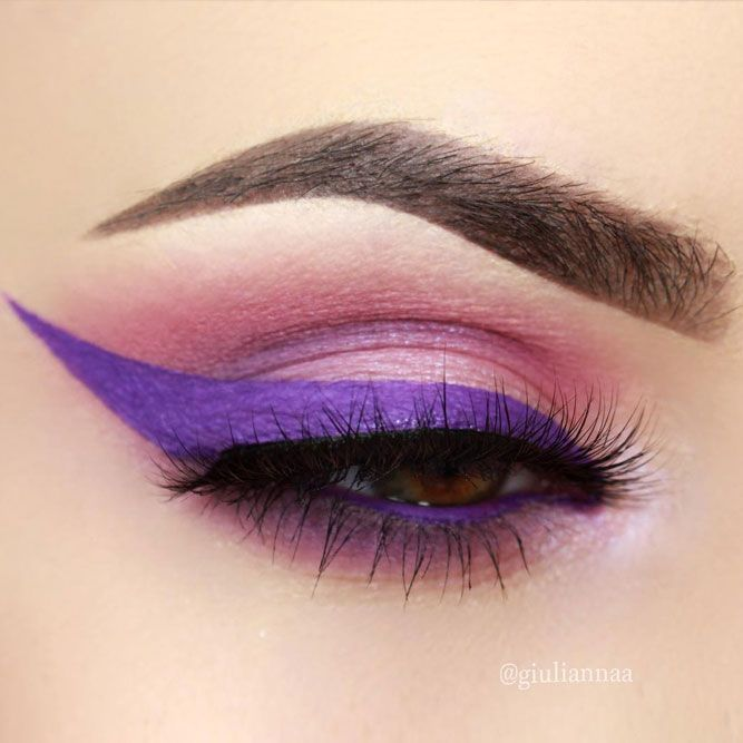 Purple Eyeliner Looks to Be the Queen of a Party ★ See more: https://makeupjournal.com/purple-eyeliner-looks/