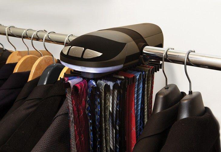 estante motorizado para colgar las corbatas en el armario