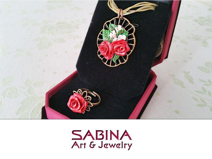 Set fimo - trandafiri rosii si flori albe (modelate manual)