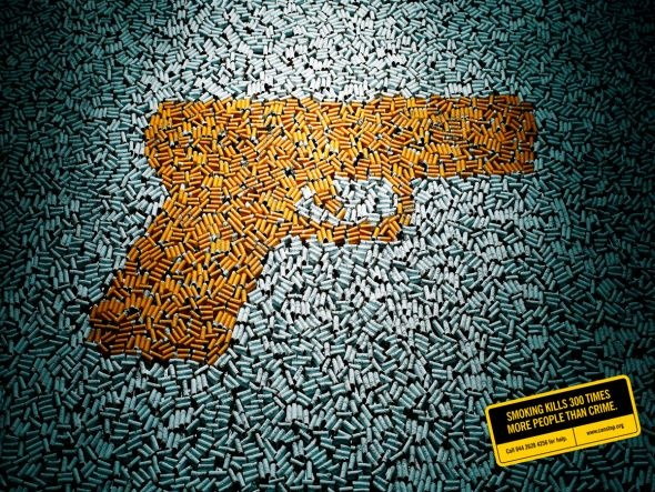 """""""Smoking kills 300 times more people than crime"""". (Fumar mata 300 veces más gente el crimen)."""
