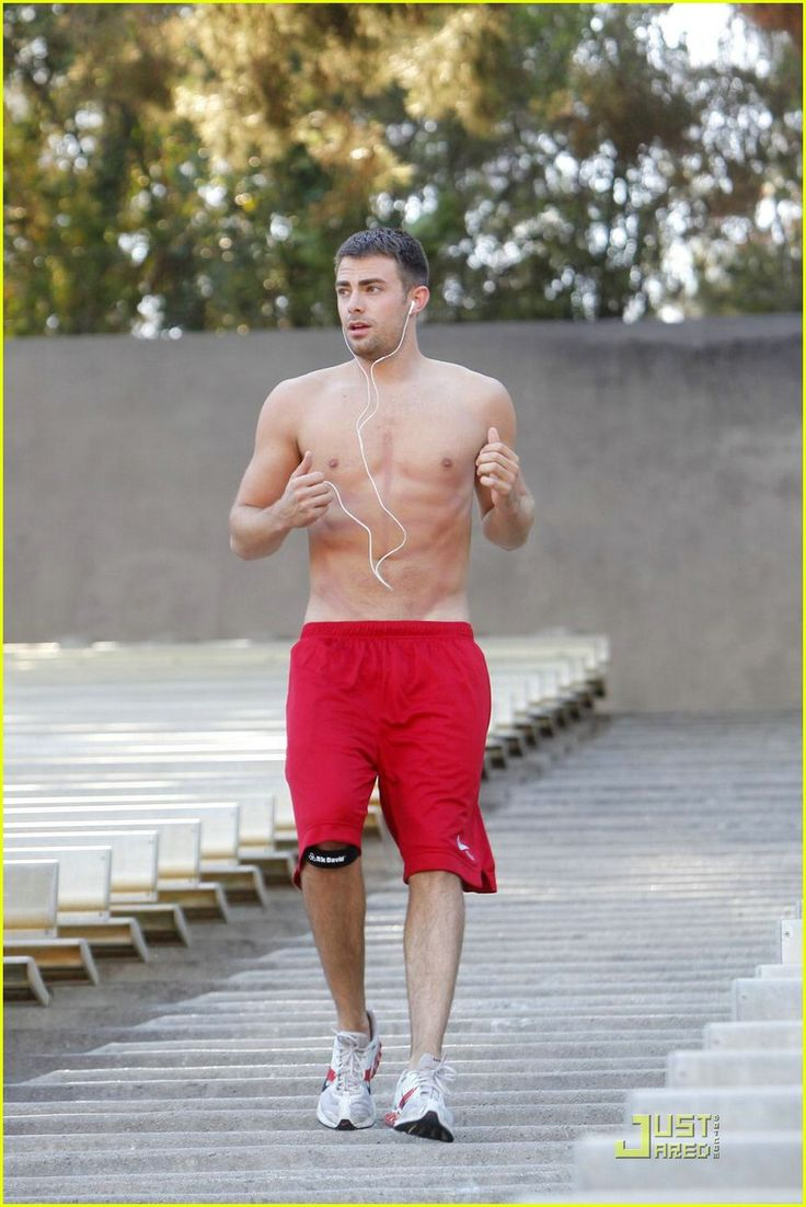 ummm. yes please! Jonathan Bennett (aaron samuels from mean girls)