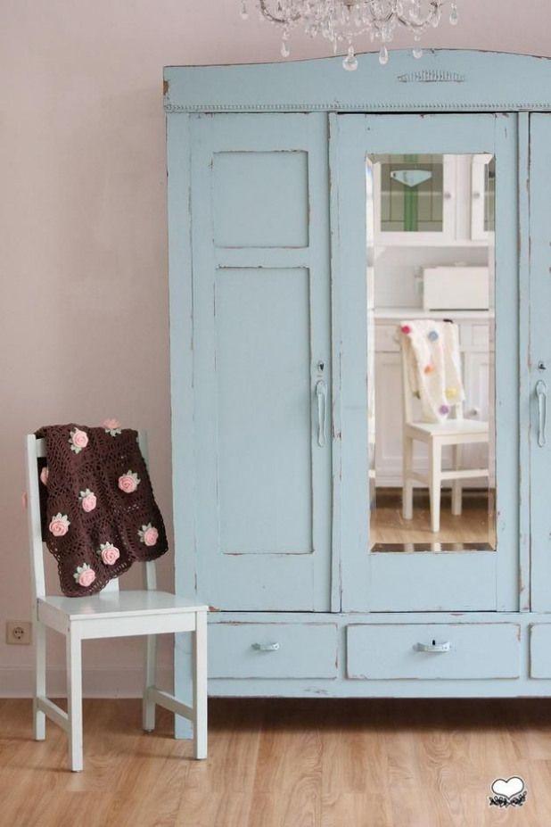 Vintage Schranke Antiker Kleiderschrank In Turkis Ein Designerstuck Von Bleuetrose Bei Dawanda Antiker Kleiderschrank Kleiderschrank Vintage Shabby Mobel