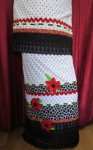 White with black tiny prints cotton rida enhanced using cotton lace, contrast color panel and trims. Additional emphasis  given on handmade red color Hibiscus felt flowers which makes this rida classy. http://feisa.weebly.com/ridas.html