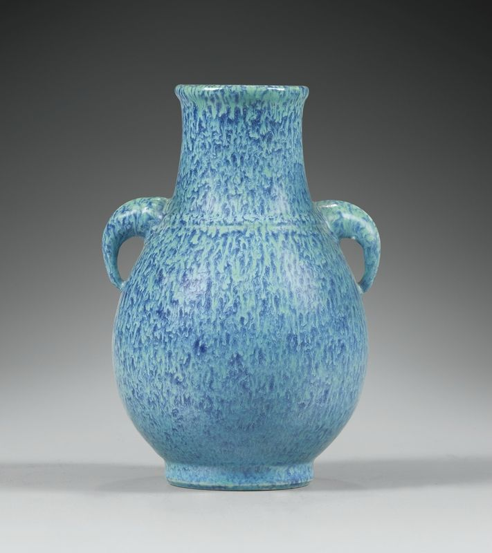 Petit vase en porcelaine oeuf-de-pigeon, hu, Dynastie Qing, XVIIIe siècle