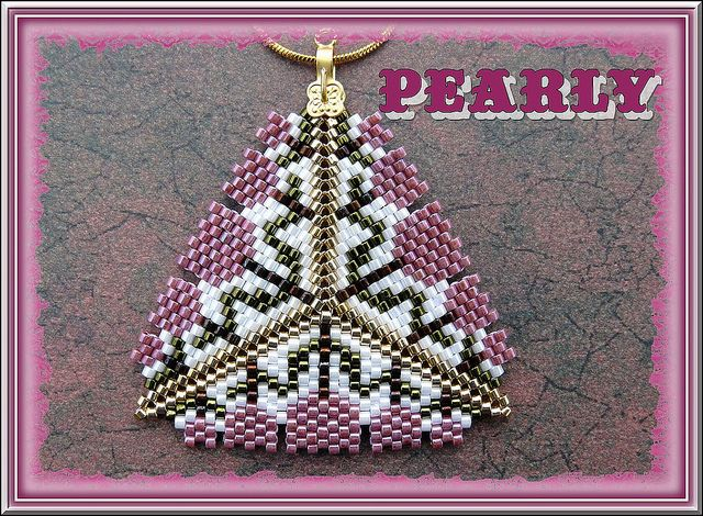 triangle tulipes roses by pearly beads, via Flickr