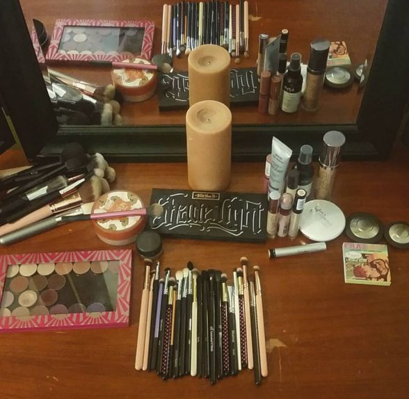 Julie's set up to do her bestie's bridal makeup with all her favorite and trusted brands. Featured in the bridal look was Makeup Geek shadows, Kat Von D undereye and bronzing/contour powders, Becca blushes and highlights, Urban Decay foundation, and Dr Brandt pore fillers. #drbrandt #katvond #urbandecay #becca #makeupgeek #bridalmakeup #bridalmotd #motd #weddingmakeup #nobodysbeautyguru
