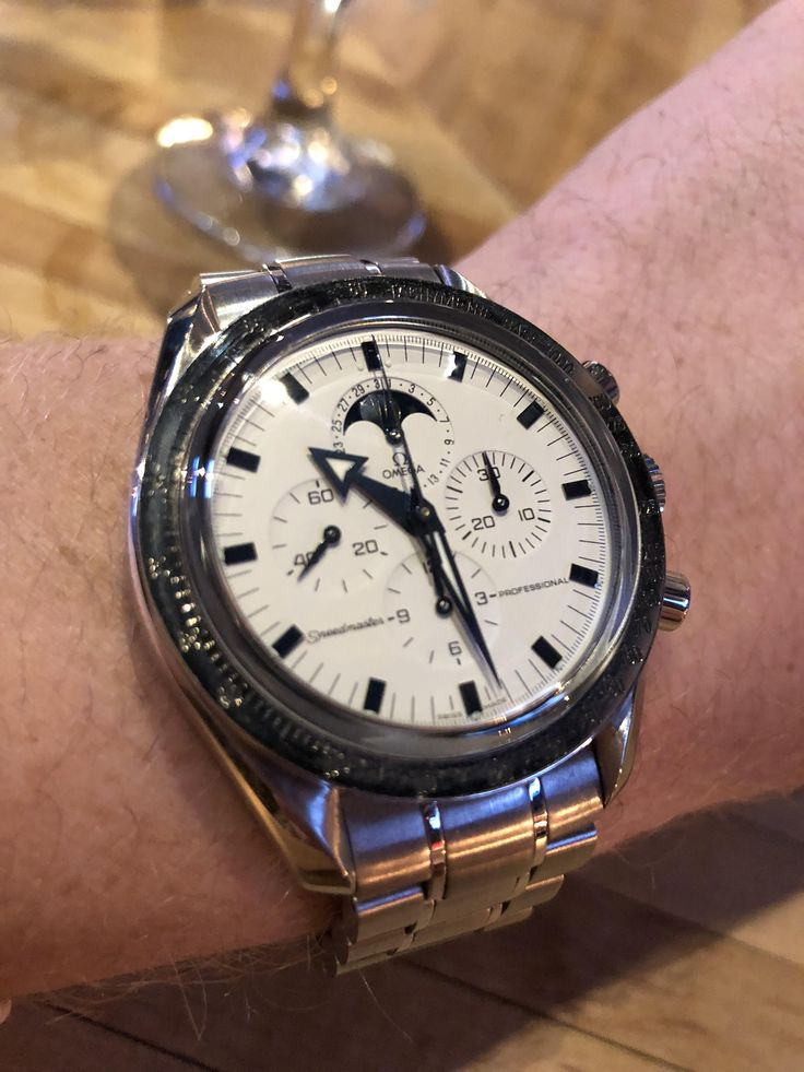 [Omega] Celebrating NYE wearing my Omega Moonphase Broad Arrow! Cheers everyone! http://ift.tt/2C4ToIE