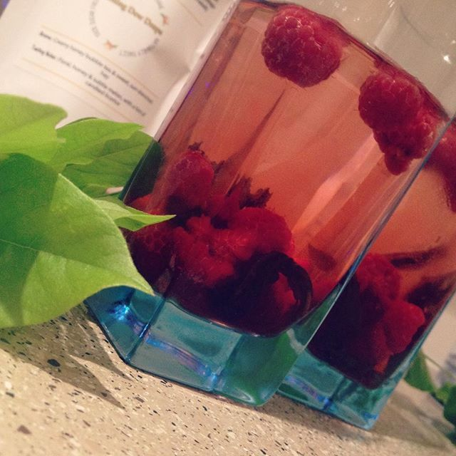 Two refreshing iced teas were in order after our evening walk. The berries add a nice tarty flavour to the sweet tea. We've left the leaves in for extra sweetness. #heavenleetea #sugarfree #naturallysweet #infusedwater #tea #teaaddict #icedtea #sweettea #vegan #healthy #hydrangeatisane