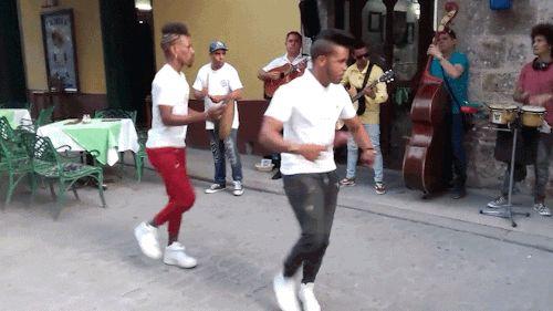 bailando, pasito a pasito, havana, cuba tropicalcubanholiday.com
