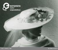 Fb, Porträtt av kvinna med hatt. Vit baku, vitt flor, blommor i mattgrönt