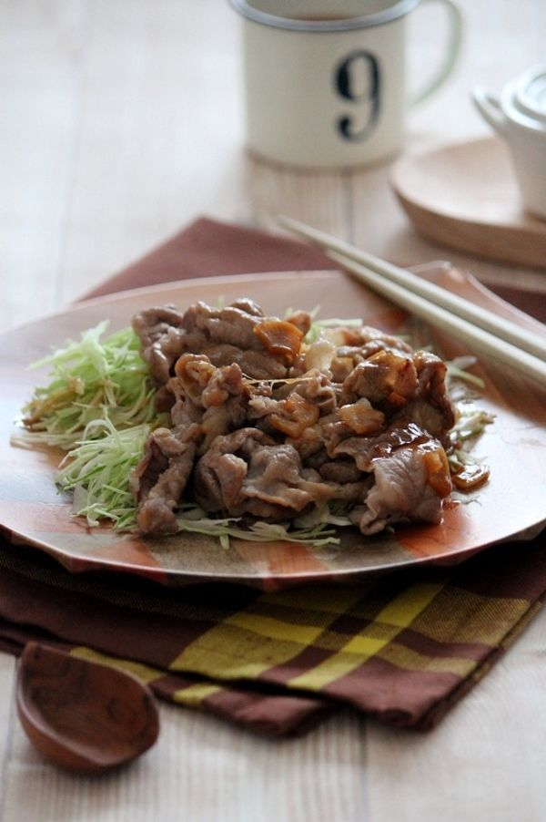 千切りキャベツと食べる、豚肉のガーリックバター炒め。 by 栁川かおり ...