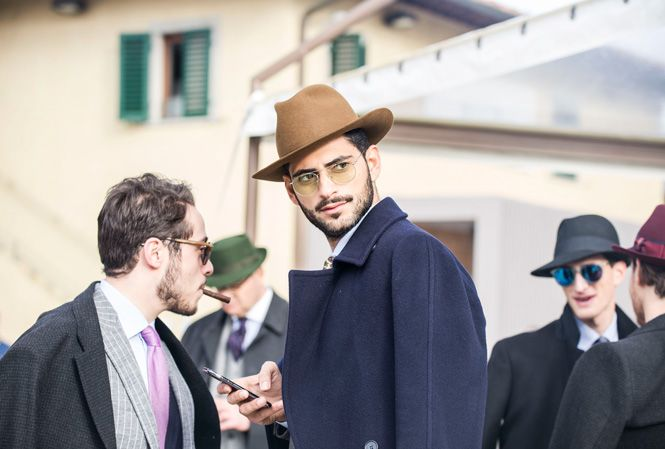 Street style från Pitti Uomo 89 in Florence, Italiy. Read more about in Carl Magazine at: http://careofcarl.com/carlmagazine