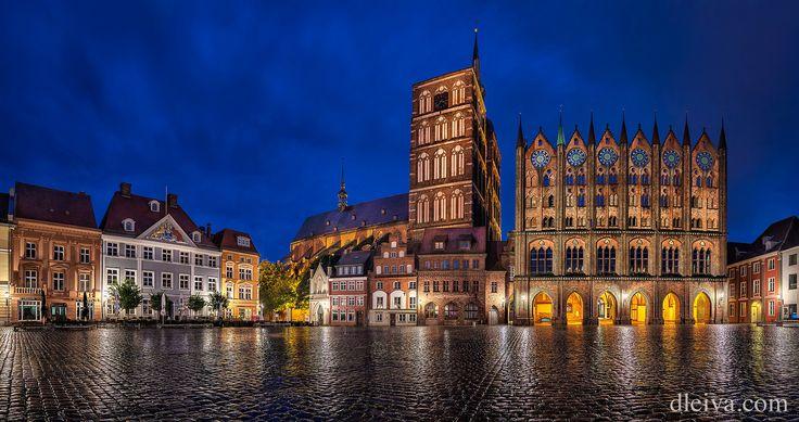 https://flic.kr/p/LhYmeo | Stralsund Old Market Square | Stralsund Town Hall with origins from the 13th century, facade in the Old Market, next to St. Nicholas Church, Stralsund, Mecklenburg-Western Pomerania, Germany  dleiva.com/
