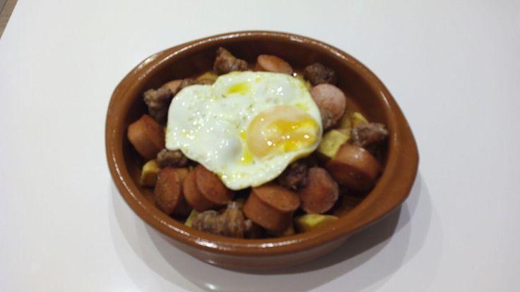 ¿No sabes qué cenar hoy? ¿Qué tal estos huevos con salchichas Picken? Es una recomendación de nuestro amigo Luis. Y tú, ¿qué cenas?