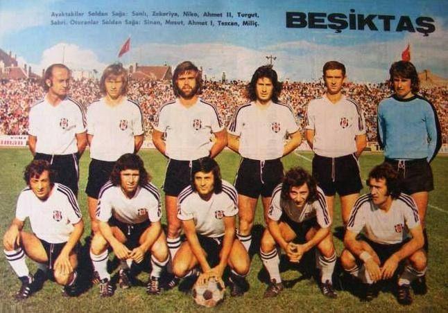 Beşiktaş:1974/75 Ayaktakiler: Sanlı Sarıalioğlu, Zekeriya Alp, Niko Kovi, Ahmet Yılmaz, Turgut Erkut, Sabri Dino Oturanlar: Sinan Alayoğlu, Mesut Şen, Ahmet Börtücene, Tezcan Ozan, Dorde Milic.