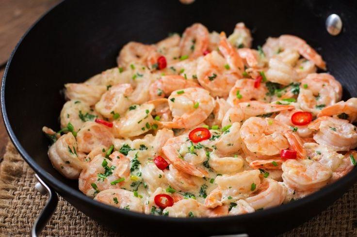 Вкуснейшие креветки под сливочно-чесночным соусом – блюдо, которое точно придётся по вкусу любителям рыбы и морепродуктов.