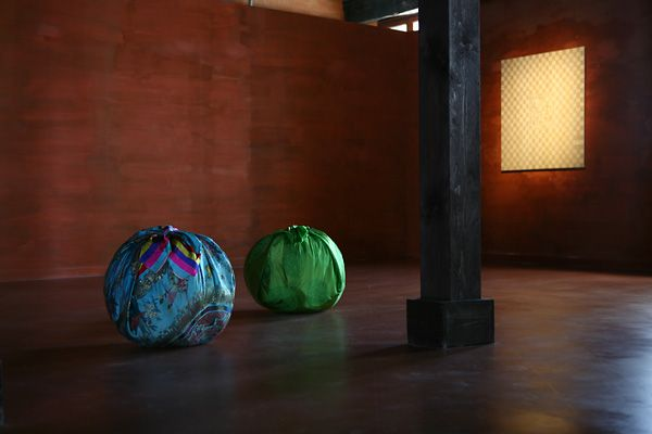Kim Soo Ja   artiste coréenne  Bottari : The Island  installation au Palais Fortuny Venise 2011  Photos by Jean-Pierre Gabriel.