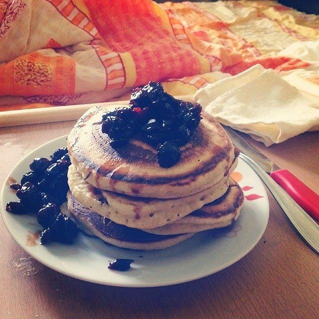 Pancakes (clatite americane).  Timp de preparare: 30 min (pentru un mic dejun în weekend)  Un click pe poză vă duce la rețetă...