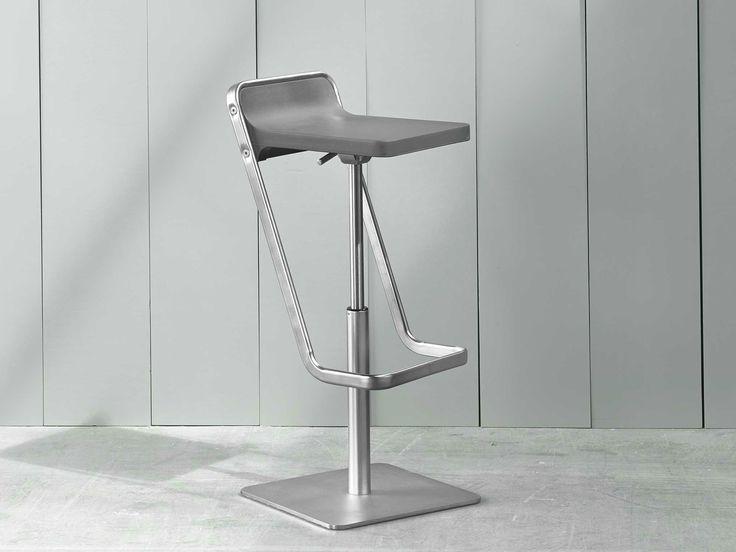 KIDE Taburete ajustable en altura by ONDARRETA diseño Jean Louis Iratzoki
